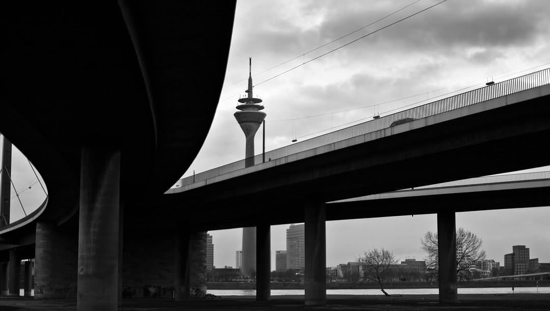Rheinkniebrücke, Düsseldorf