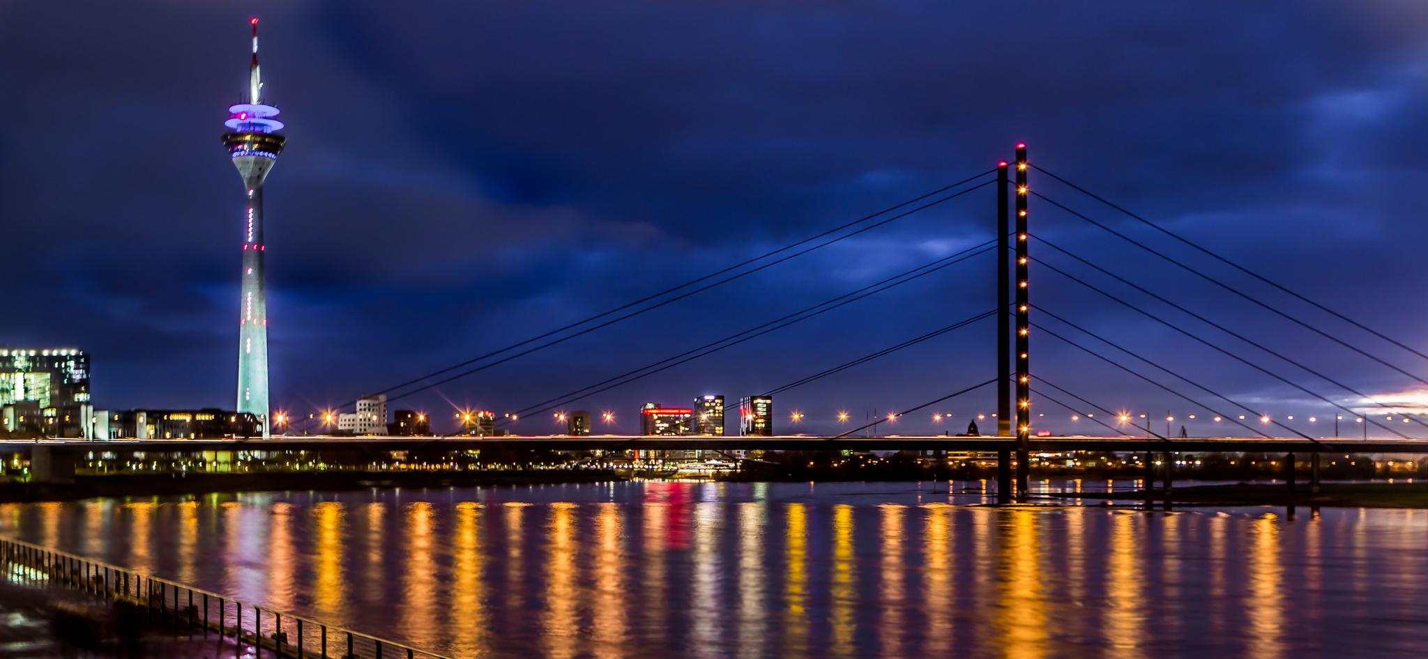 Rheinkniebrücke und Fernsehturm