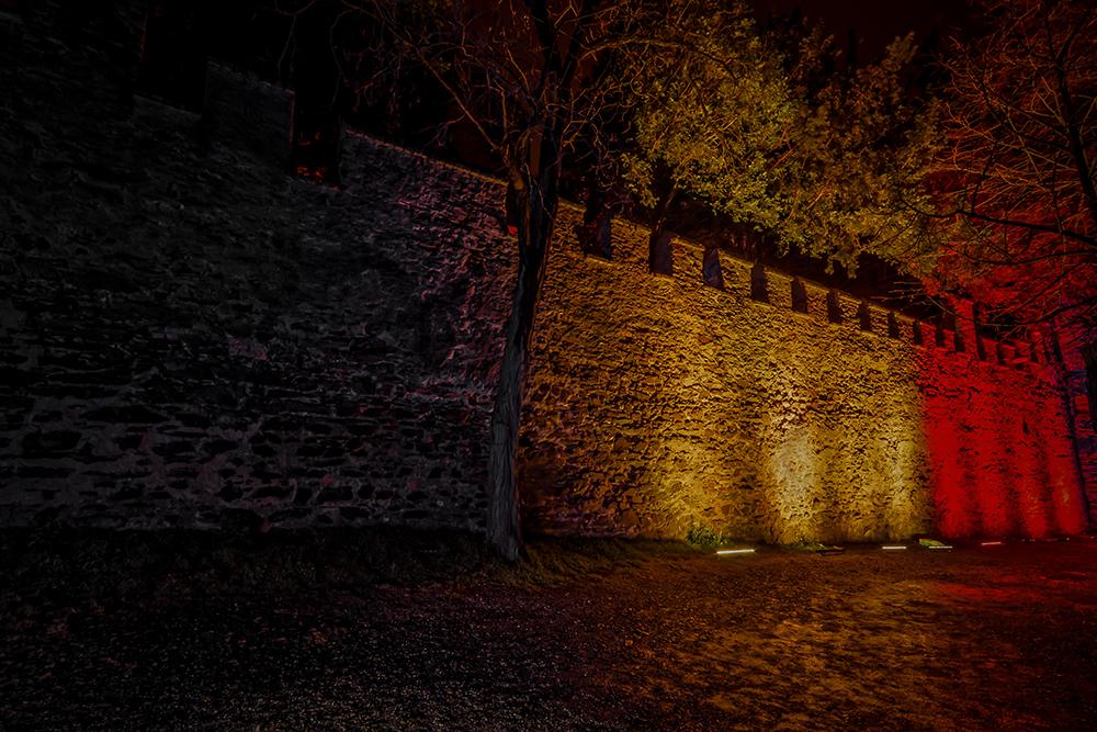 Rheinleuchten 2016 - Burg Lahneck, belgische Mauer