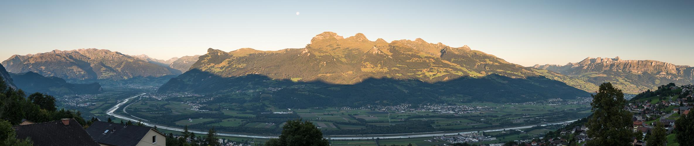Rheintal im Morgenlicht