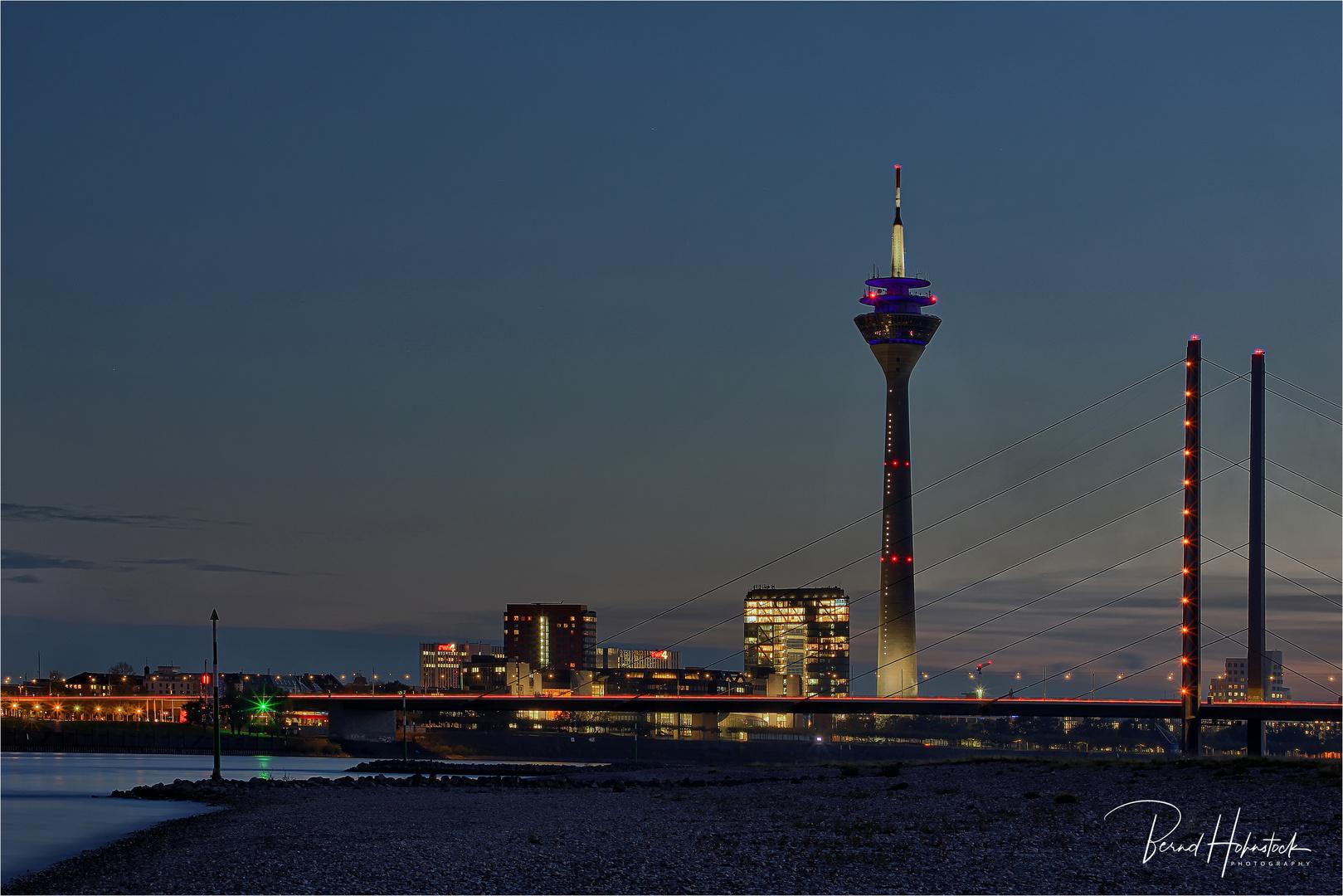 Rheinturm Düsseldorf ...