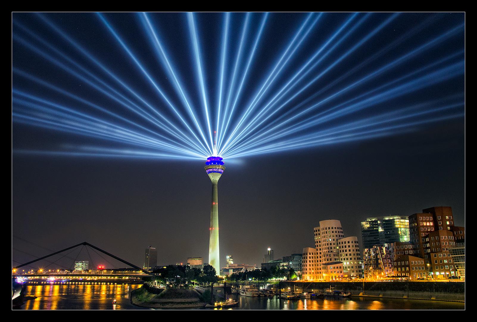 Rheinturm Lichtskulptur #1 - 70 Jahre NRW