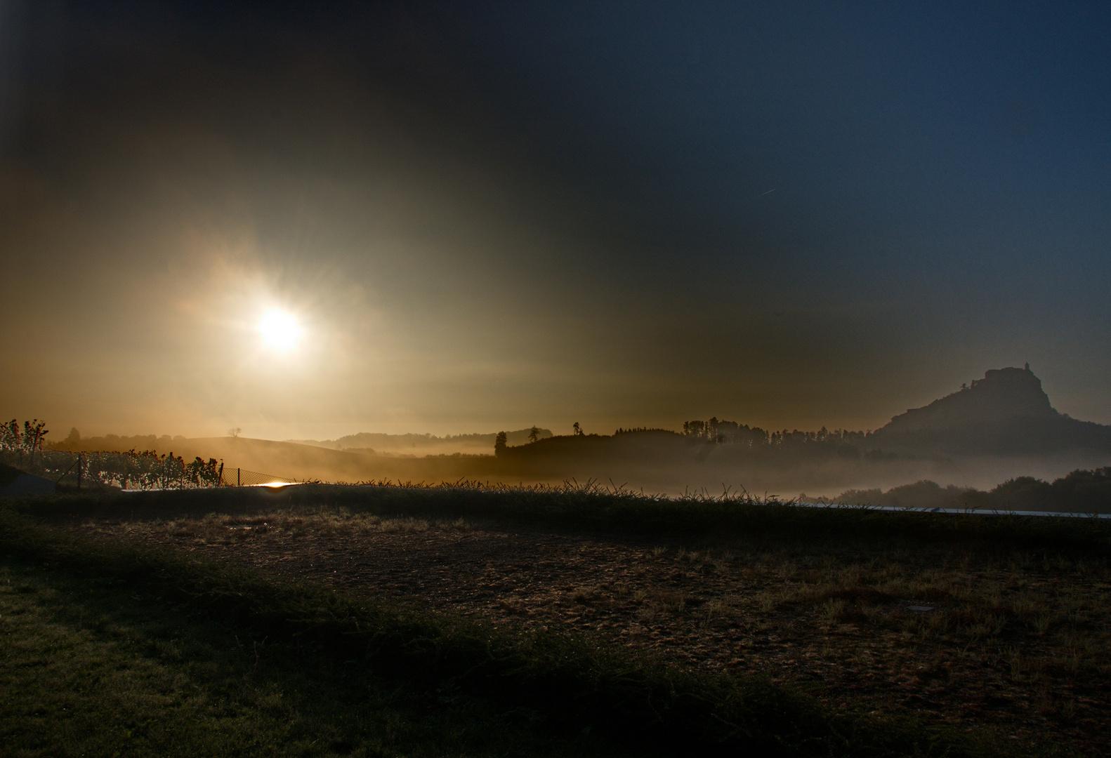 Riegersburg im Herbstnebel