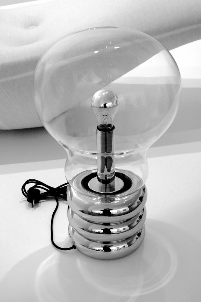 riesen Glühbirne in Pinakothek der Moderne