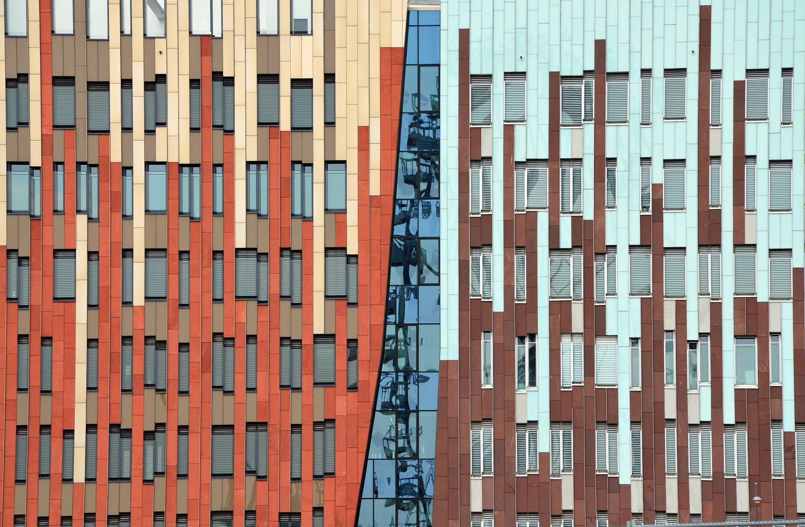 Riesenrad Hamburg/The Sumatra building