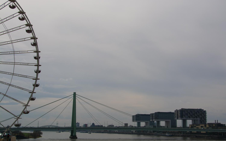 Riesenrad und Kranhäuser