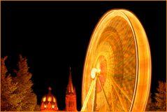 Riesenrad vor Dom-Kulisse