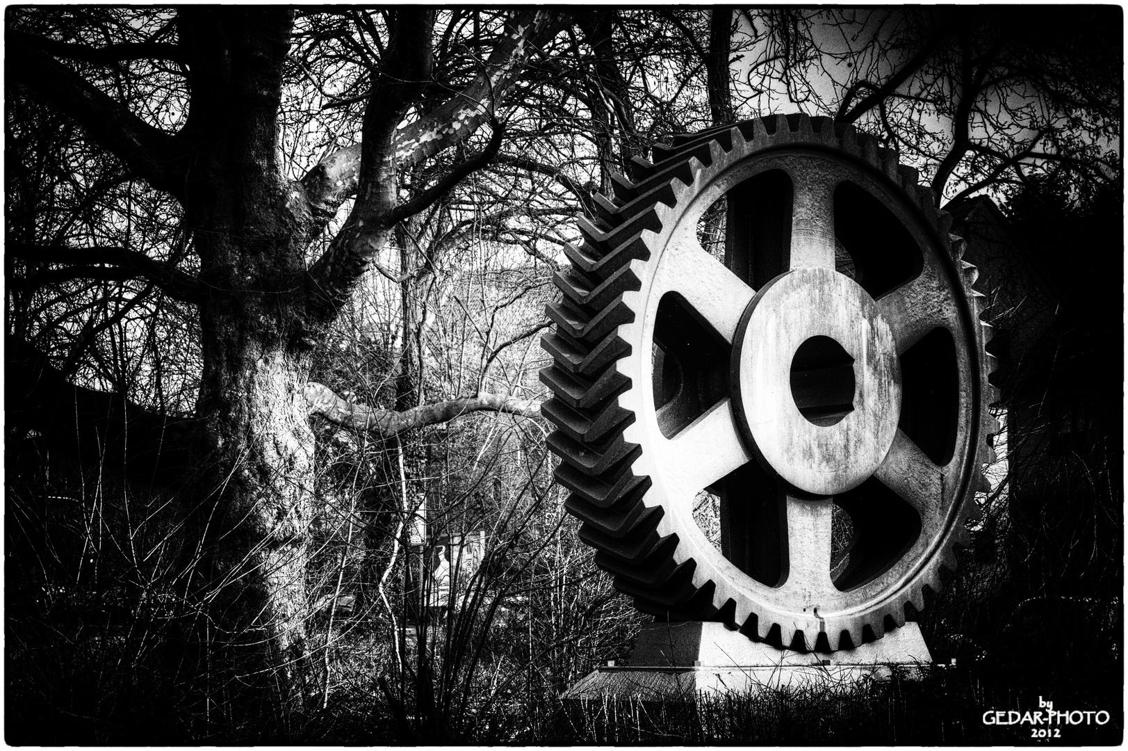 Riesenzahnrad - Industriedenkmal in GE
