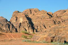 Riesige Granitfelsen im Wadi Rum