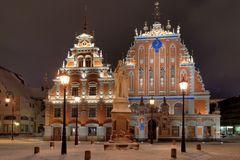 Riga - Schwarzhäupterhaus und Rolandstatue