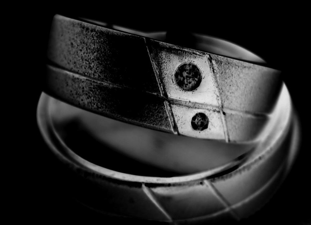 Ringe Fur Ein Leben In Schwarz Foto Bild Hochzeit Menschen