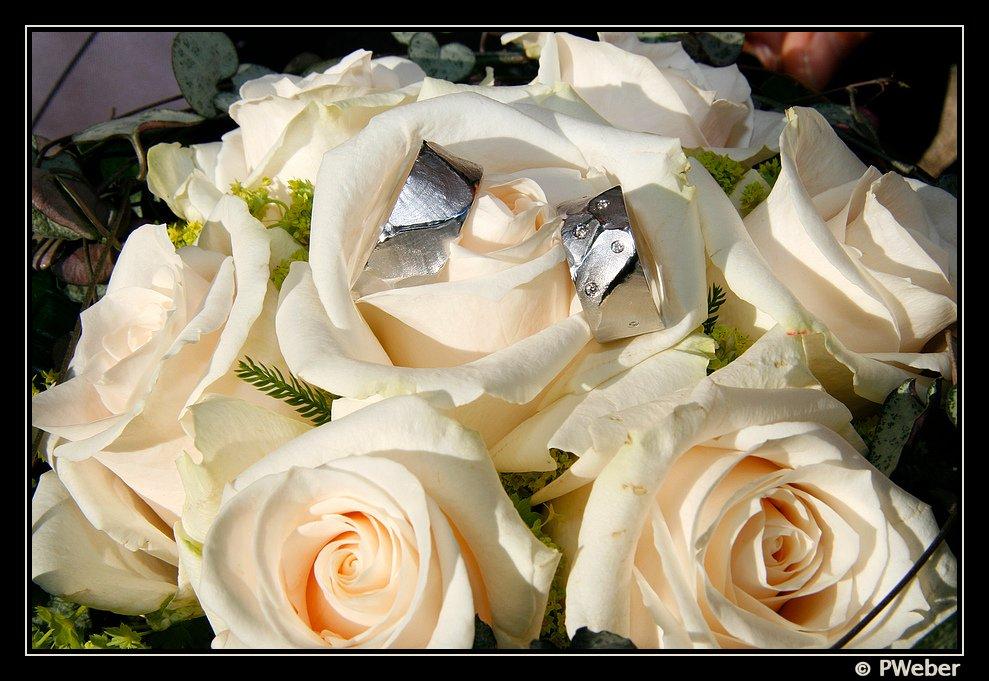 Ringe im Brautstrauss