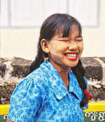 Rire aux éclats façon birmane