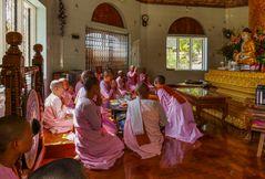 ...Rituale im Nonnenkloster...