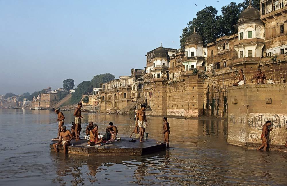 rituelles Bad im Ganges