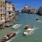 Riva Boote und Paläste