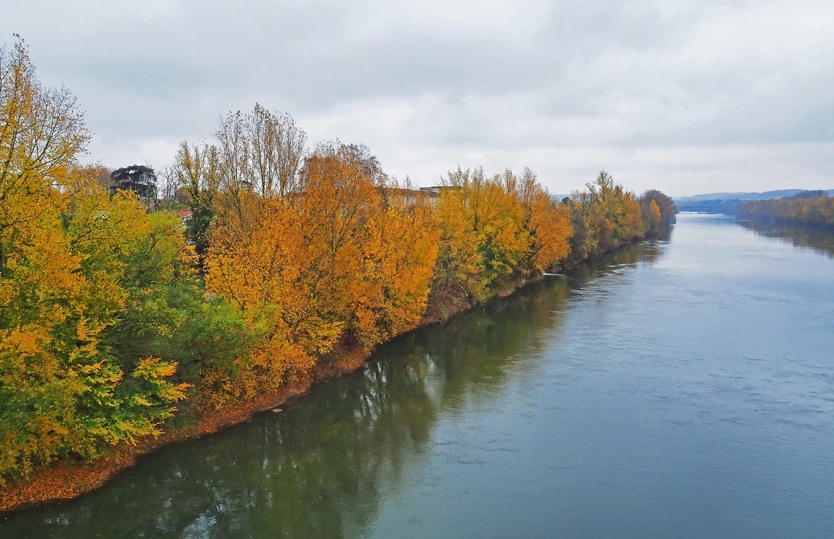 Rive gauche de la Garonne à Agen