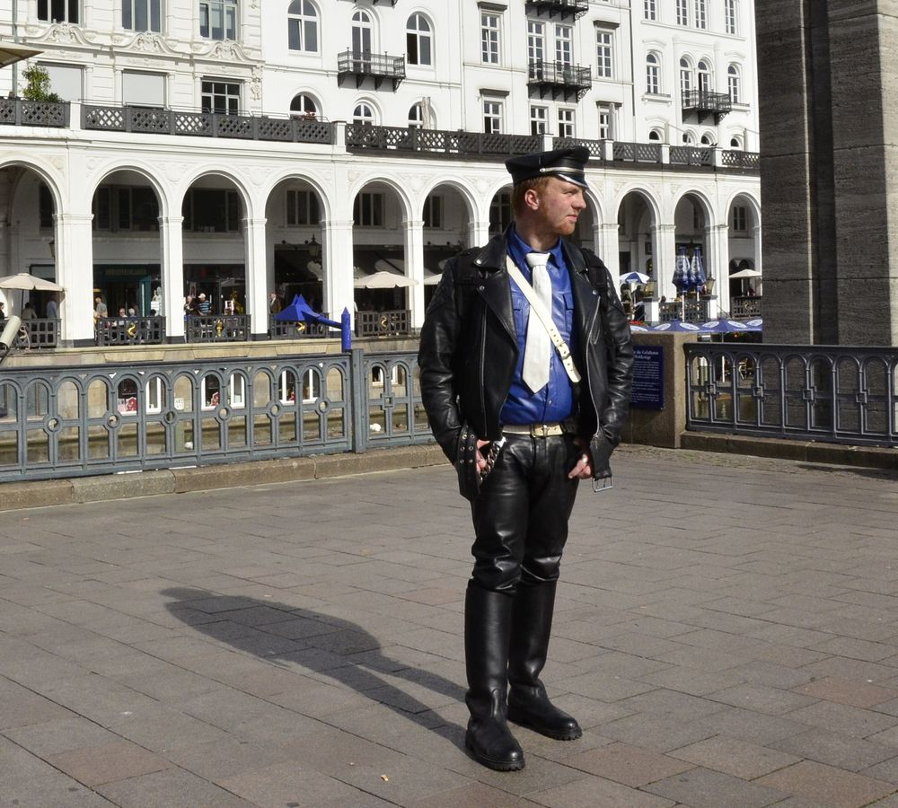 Robert Ott in seiner Uniform in Hamburg