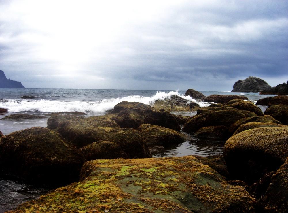Rocas En El Mar.. Imagen & Foto