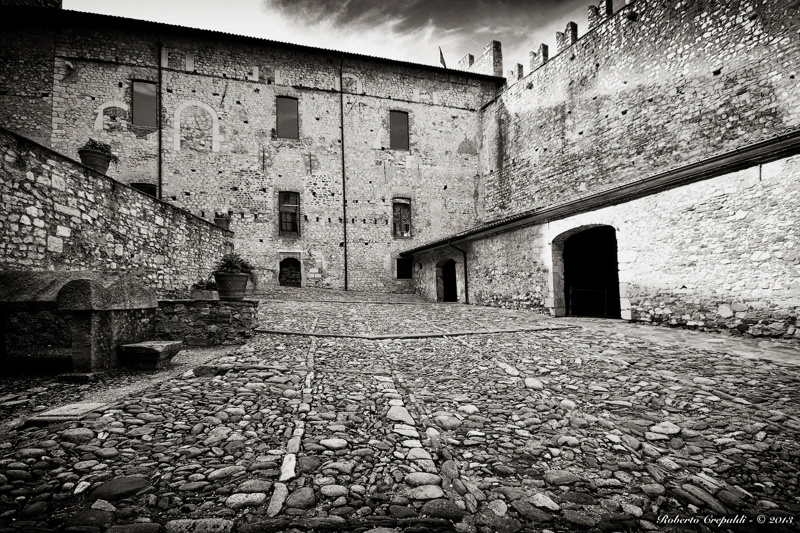 Rocca di Angera, cortile