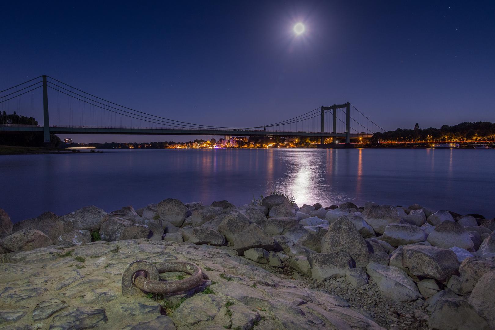 Rodenkirchener Brücke im Mondlicht