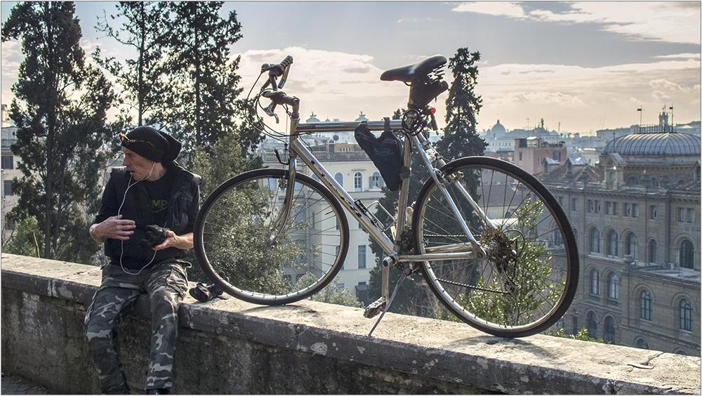 Römische Originale: Der Sportliche mit seinem Fahrrad