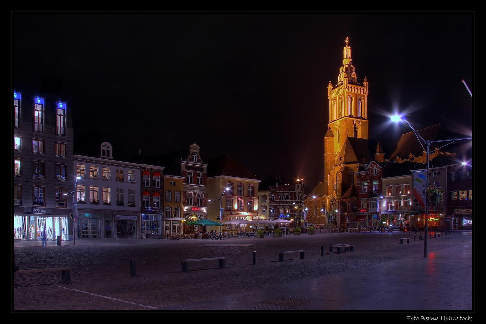 Roermond ... Marktplatz zu später Stunde ...