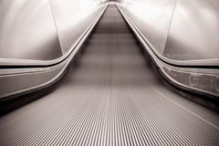 Rolltreppe moves on