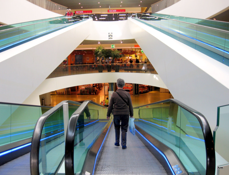 Rolltreppenhaus eines Konsumtempels