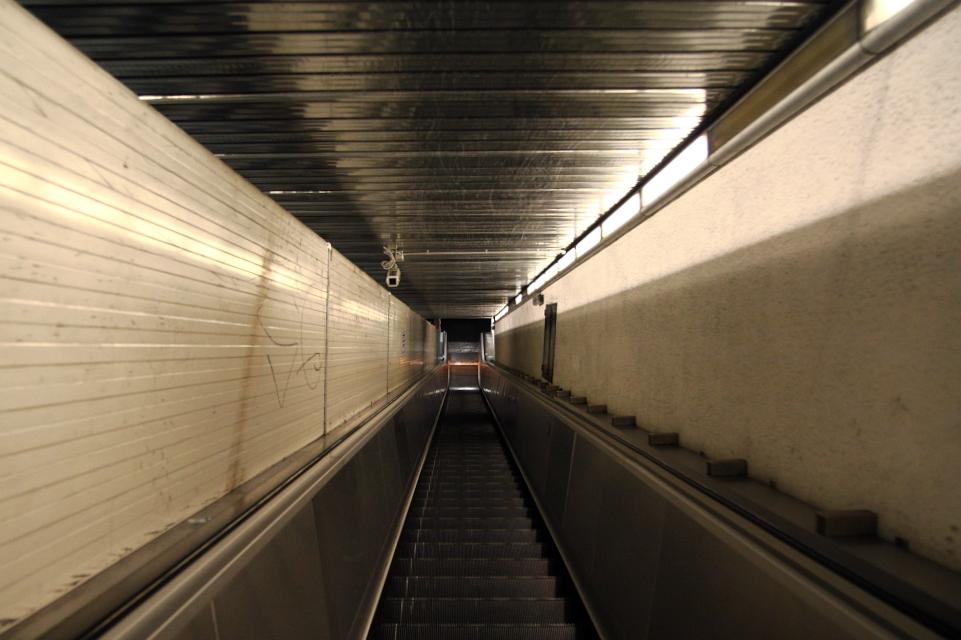 Rolltreppentunnel