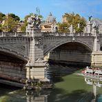 ROM  - Ausflugsschiff auf dem Tiber -