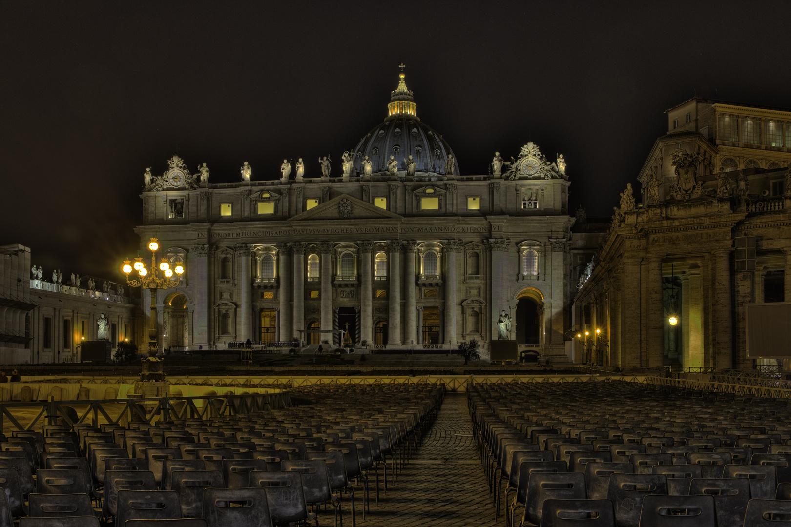 ROM Petersplatz bei Nacht