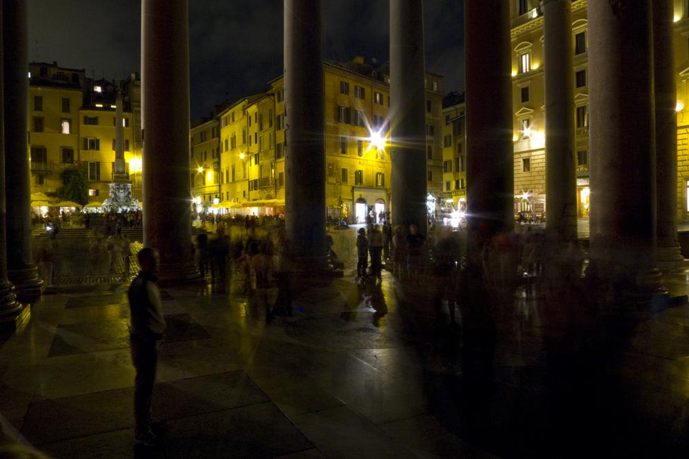 Rom Piazza di Rotonda vom Pantheon.jpg