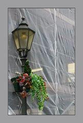 Romantische Laterne mit unromantischem Hintergrund