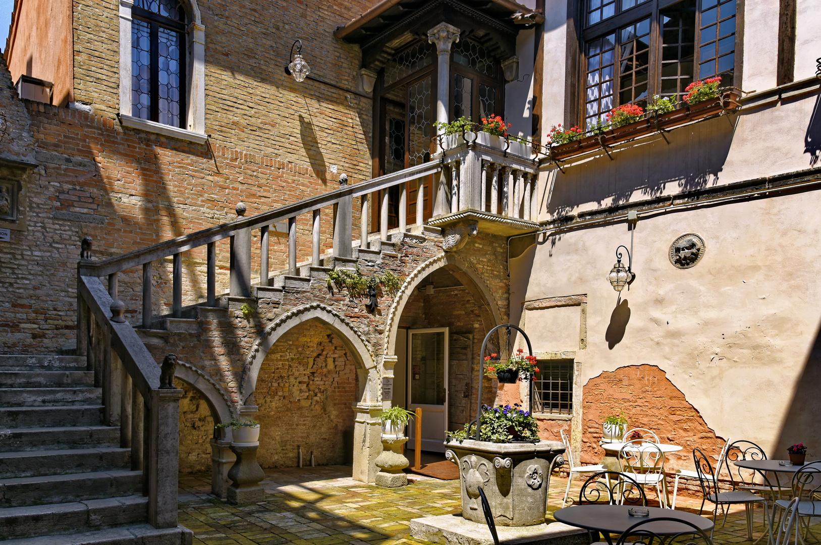 Romantischer Hinterhof Foto Bild Fenster Marodes