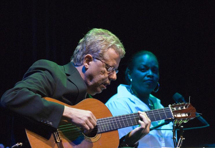 Romero Lubambo spielt solo
