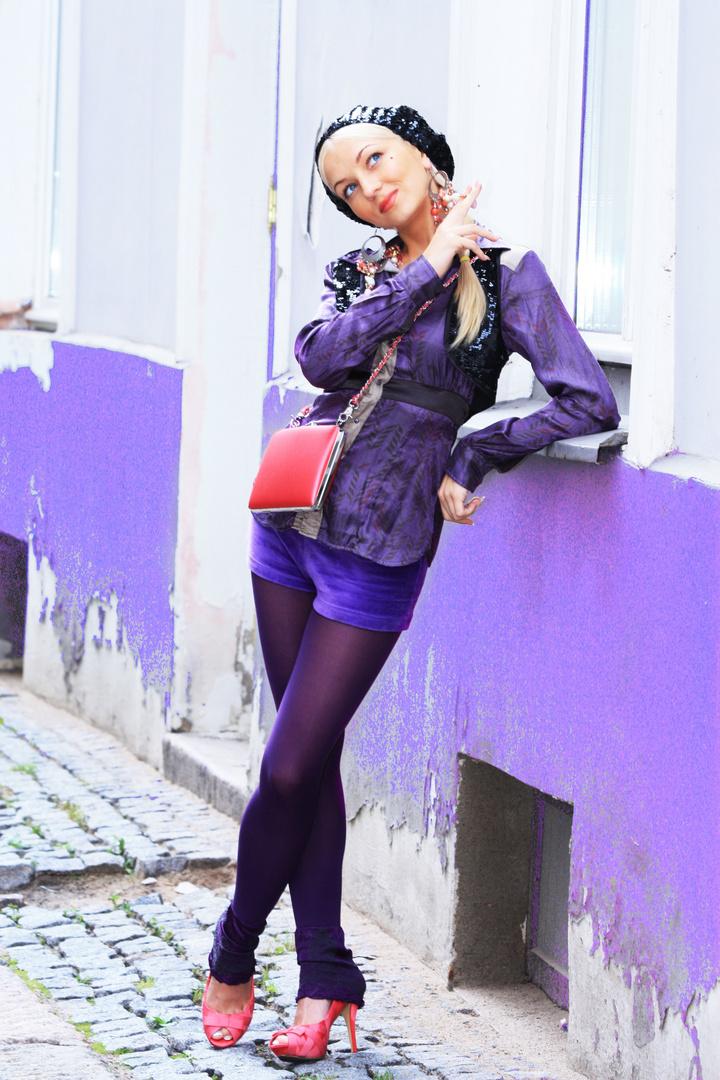 Rosa Tupfer in der lila Welt von Violetta