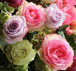Rosen -Gesteck mehrfarbig-