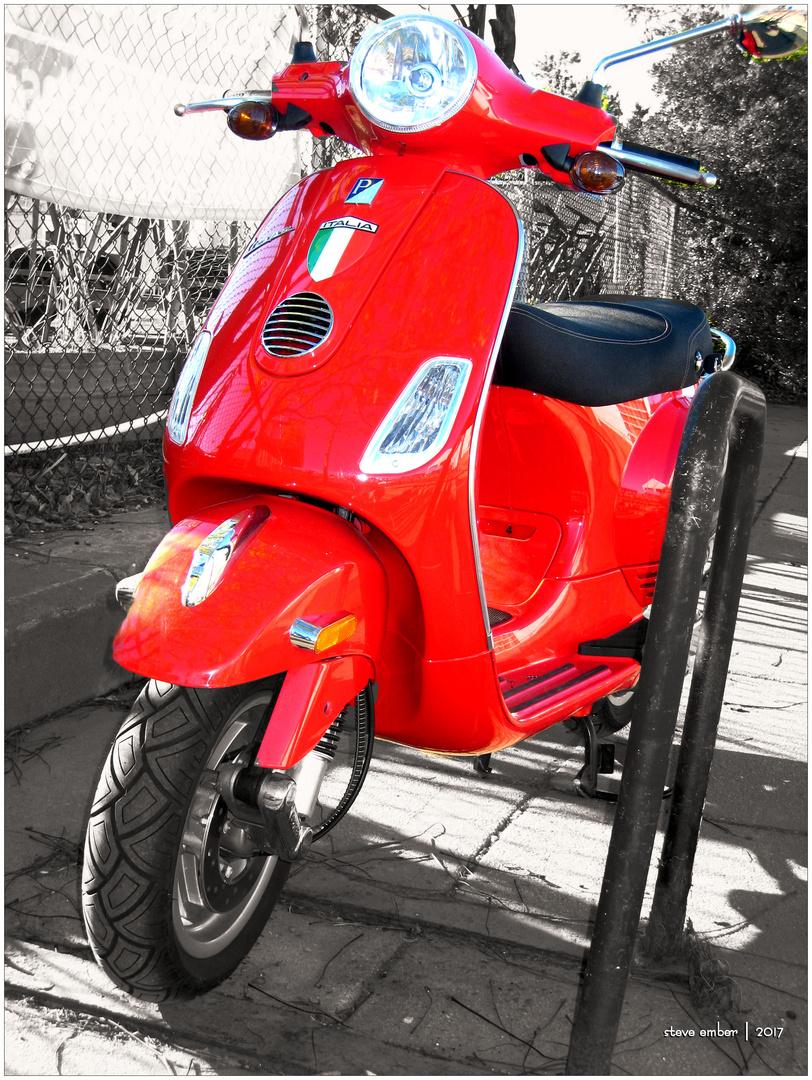 'Rosso Dragon' Vespa...