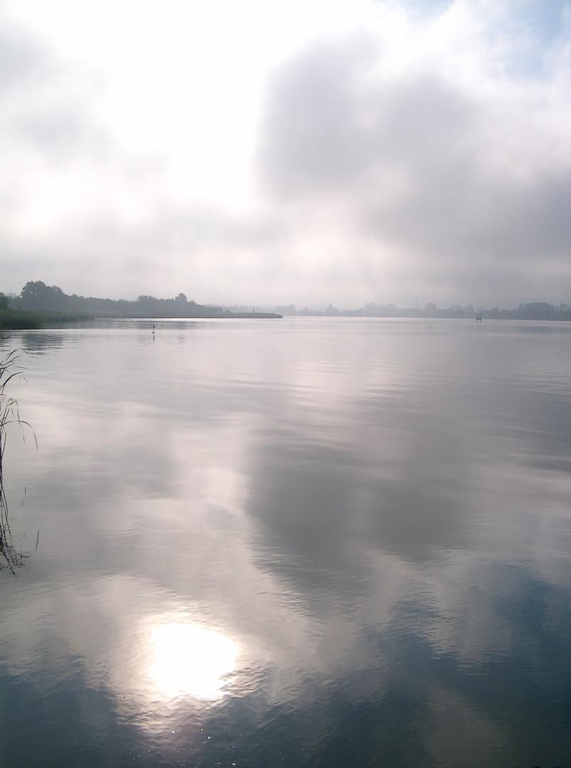 Rostock, an der Warnow am Morgen