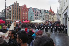 Rostock demonstriert friedlich (14)