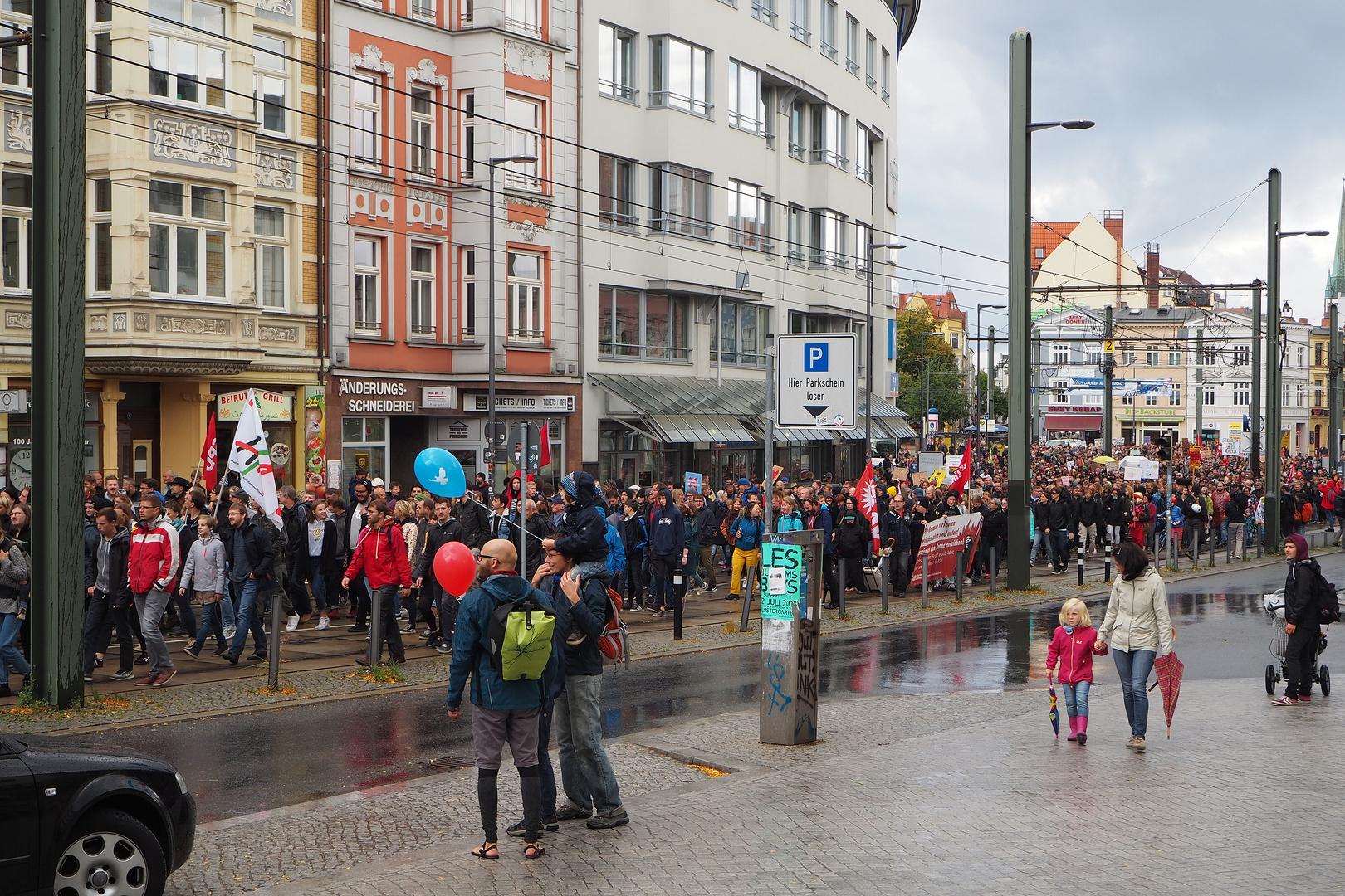 Rostock demonstriert friedlich (9)