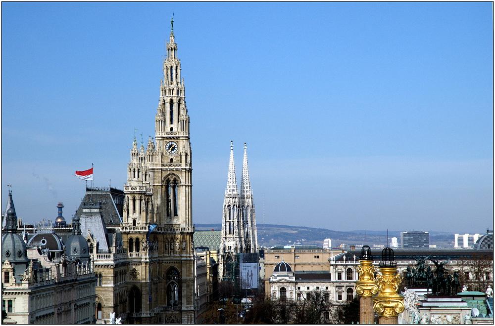 ... Rot-Weiß am Rathaus ...