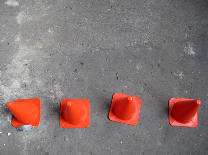 Rote Absperrkegel
