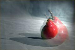 Rote Birne im Schatten