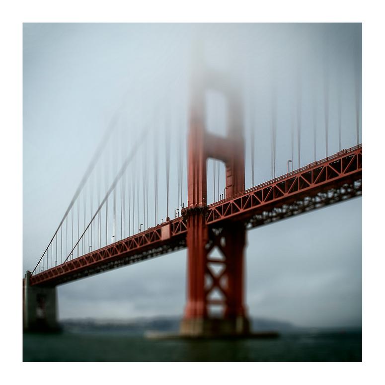 *rote Brücke*