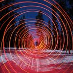 rote LED spirale bei vollmond
