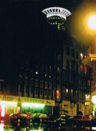 Rote Lichter über dem Rotlichtviertel