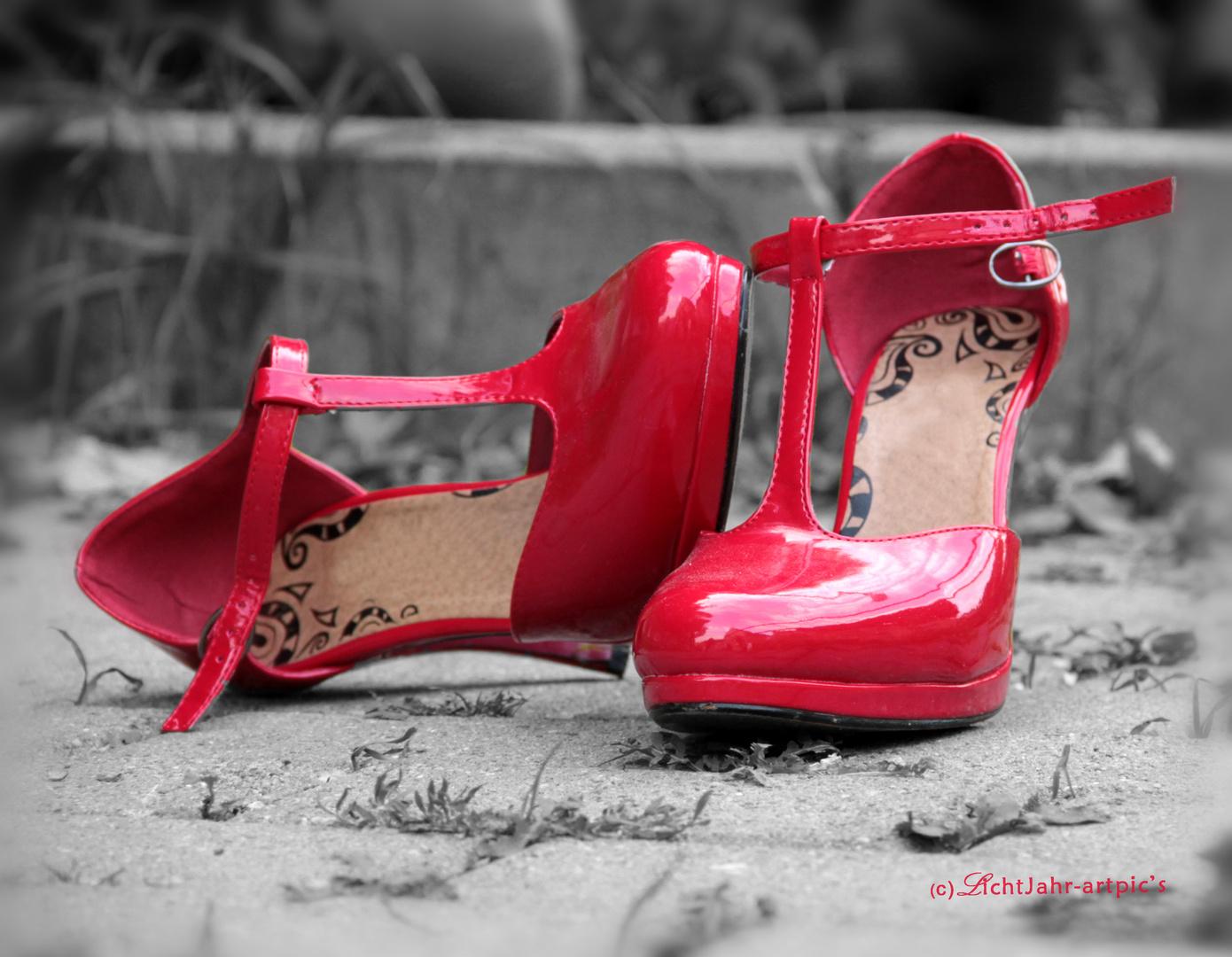 ... rote Schuhe ...