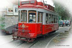 Rote Straßenbahn in Lisboa